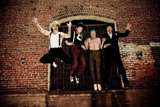 Red Hot Chilli Peppers необходима комната для медитации...